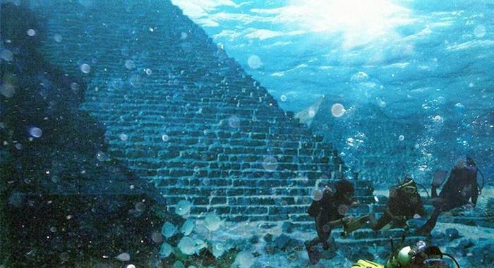 nea acropoli pyramida ypothalassia